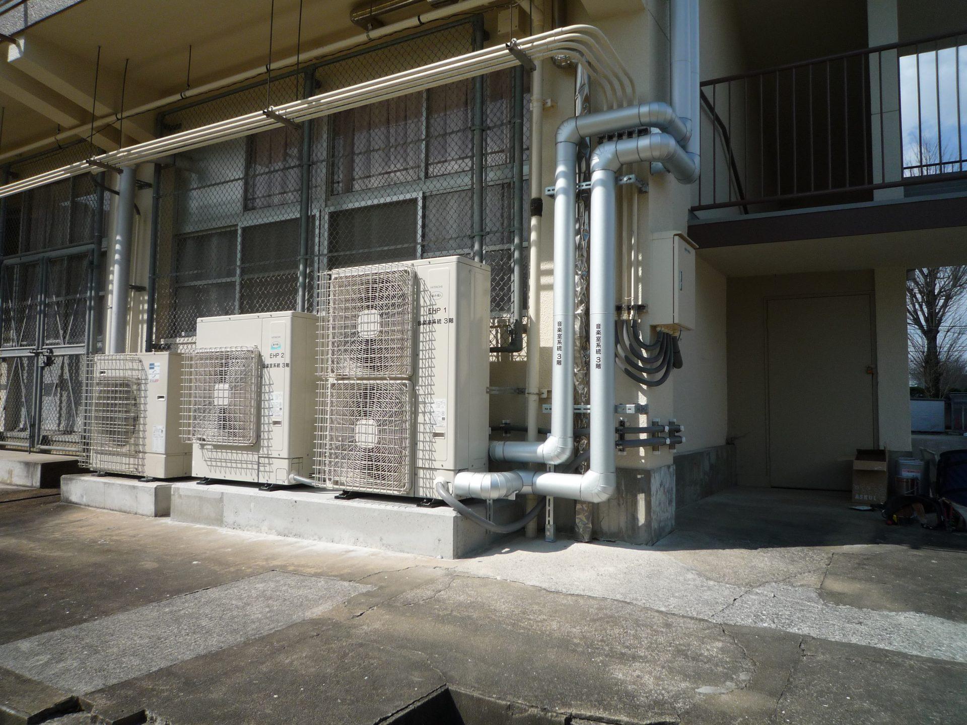 公共工事(中学校3校 空調電源工事)を行いました。