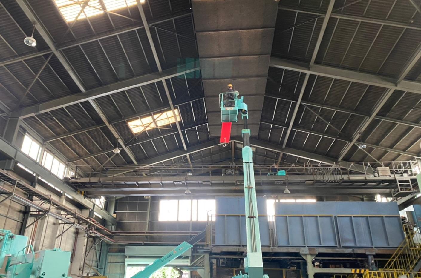 某工場の高天井LED工事を行いました。